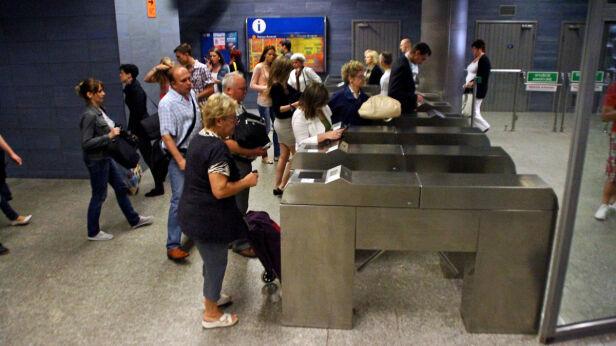 Na stacji Metro Ratusz Arsenał pojawią się nowe bramki Lech Marcinczak/tvnwarszawa.pl
