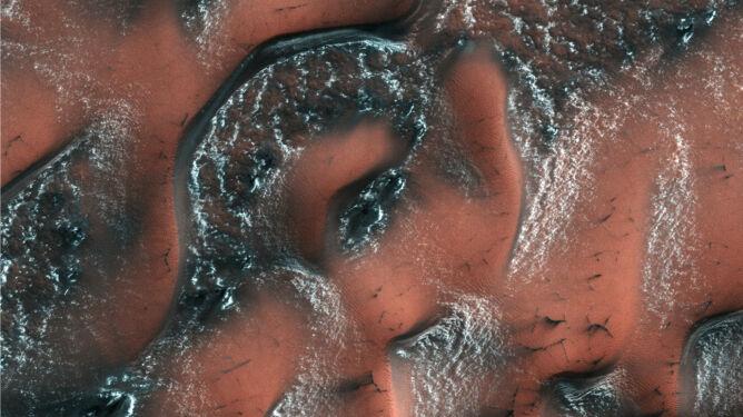 Na Marsie pojawił się śnieg